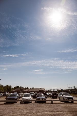 På grusplanen mellan Magasinet och Lokstallarna finns plats för drygt 300 fordon.