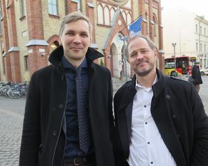 Regionrådet Fredrik Åberg Jönsson (V) vill till skillnad från Centerpartisten Magnus Svensson driva Bollnäs sjukhus i regionens regi.
