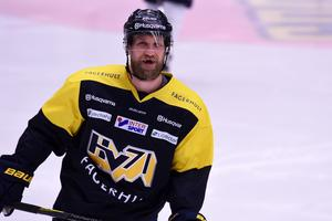 Martin Thörnberg var med på isen under torsdagsförmiddagens matchvärmning. Efteråt kom beskedet att han är tillbaka i spel.