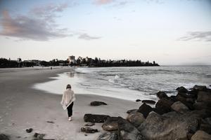 Isabelle på en promenad längst med Sunshine Coast i Australien. Foto: Privat