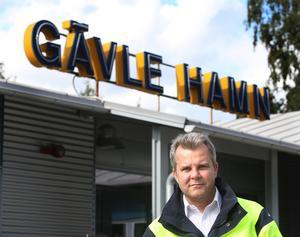 – För oss blir det en större investering, men vi får full kompensation genom att hyran regleras, säger Fredrik Svanbom, vd för det kommunala bolaget Gävle hamn. Foto: Lasse Halvarsson