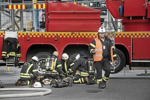 Brandmän från Södertörns brandförsvarsförbund deltog i raffinaderiets räddningsövning även 2017, då NP var på plats.