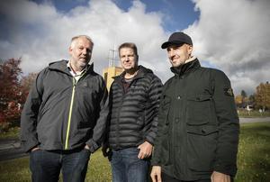 Inkluderande Fastigheter har letat efter lämpliga byggprojekt i hela landet och fastnade för Järpen.  Här ska företaget bygga nya lägenheter. Här ser vi Andreas Ferm, vd för företaget, tillsammans med Peter Bergman och Bengt Rådman.