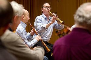 Världsledande. Den Västeråsbaserade Svenska Barockorkestern spelar ihop med oboisten Michael Niesemann. Bilden är från veckans repetitioner. Till vänster Kennet Bohman.