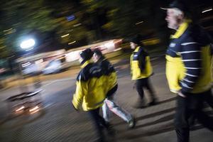 Föräldrar på stan nattvandrar varje vecka i Söderhamns centrum.