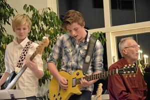Gav järnet. Lucas Löfvenhamn och Oscar Hagsten hjälpte till att kompa flera av artisterna.