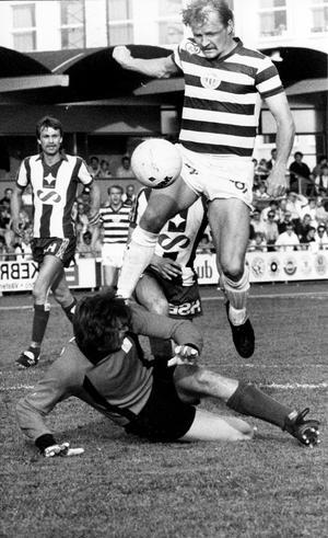 Segermål. Reijo Kaski i ett derby mot IFK Västerås 1980. VSK vann med 1-0.
