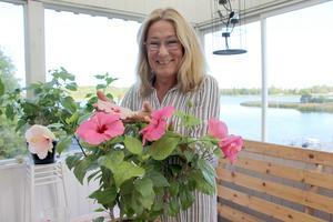 Hibiskus är Maries favoritblomma. Intresset för blommor har hon efter farmor.