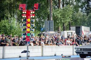 Publiken strömmade till Linde raceway.