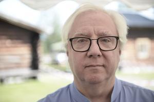 Per Berg från Degerfors har just gett ut romanen Fadern, sonen och den helige ande.