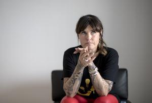 Mia Skäringer har tvingats ställa in två föreställningar på grund av sjukdom.