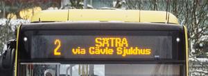 En buss som ofta är full, enligt skribenten.