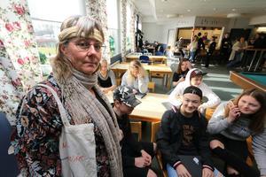 Miljöinspiratören och läraren Lotta Bergvall var utkädd till hippie i vintagekläder.