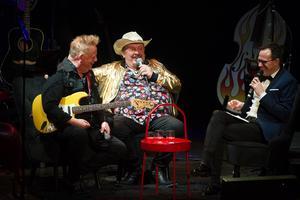 Christer Ericsson och Olle Jönsson intervjuas av radio- och tv-profilen Thomas Deutgen.