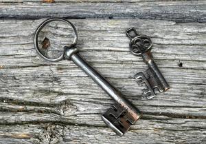 En del av nycklarna till låsen är unika och förvaras på säker plats – och har ersatts med kopior.