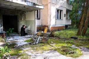 """Är man intresserad av ruinturism och nutidshistoria är ett besök i spökstaden Pripjat ett bra förslag. Besöket omgärdas av strikta säkerhetsrutiner. """"Man fick vistas begränsad tid på extra utsatta platser, som sjukhuset i Pripjat dit de första saneringsarbetarna togs"""", säger Lena Näsvall. Foto: Thomas Nordström"""