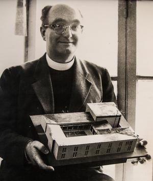 På sina tiggarresor hade Nils-Hugo Ahlstedt med sig en modell skala 1:100 framtagen av Per-Åke Ericsson vid Jack Hanson arkitektbyrå i Falun.