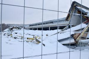 Ännu återstår mycket arbete med att först få bort allt bråte, snö och bilar. Sedan ska allt byggas upp igen.