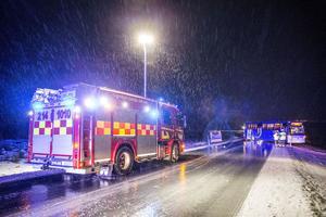 Två bussar gled av vägen vid den såkallade flygrakan vid Åre Östersund flygplats på Frösön.