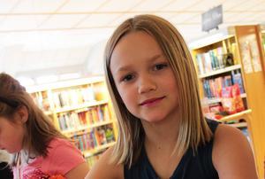 Stella Höijer, 9 år, tipsade de andra barnen om en spännande bok om en silverpojke.