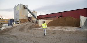 Nykvarnsföretaget har länge tillverkat påplintar, som används som fundament vid byggen. Nu har ett nytt kapitel startat, i och med tillverkningen av prefabricerade betongfundament. Kvalitetschef Tomas Norrstrand förklarar tillverkningsprocessens olika delar.