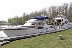Även lite nyare båtar var med vid utdockningen, och drog till sig beundrande blickar.