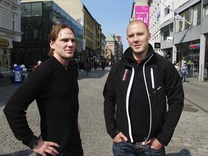 Tom Wandell och Nicklas Grossmann, två Södertäljekillar,  brukade dela rum i Tre Kronor när tillfället gavs. Grossmann spelade två hockey-VM (2008/09 och 2010/11) och tog brons och silver.