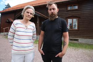 Eva Hårdén, styrelseledamot i Orsa Skattunge  hembygdsförening berättar att styrelsen kommer att diskutera skärpta rutiner för hembygdsgården.Mattais Jemth Liljeberg och hans hustru ska ha bröllopsfest trots stölden.