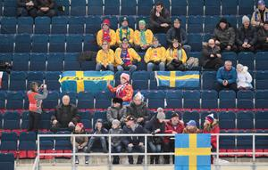 De svenska fansen landade i Chabarovsk strax innan mötet med Norge. Foto: Rikard Bäckman / Bandypuls.se / TT