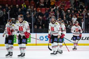Deppigt hos Örebro, men efteråt fick de beröm av Frölundatränaren Roger Rönnberg. Bild: Michael Erichsen/Bildbyrån