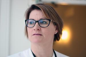 """Hon var sjukskriven i ett år, kämpade med stressreaktioner och  kunde komma tillbaka som sjuksköterska. """"Jag har alltid älskat mitt jobb"""", säger  Lovisa Bengtsdotter Bäck."""