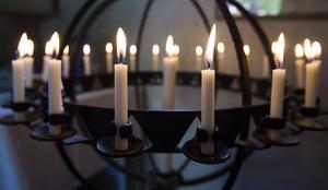 Många valde att tända ett ljus för att minnas Rikard Westling.