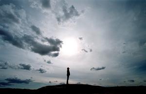 Att se att vi inte kan kontrollera livet är kanske något av det svåraste vi kan göra, skriver debattören. Foto: TT