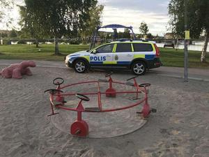 En man i 30-årsåldern knivskars allvarligt på Mellanholmen i Härnösand.