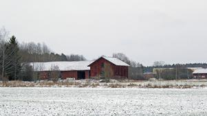 Just nu är Kvastbruket mest åker och där finns ett gammalt sädesmagasin. Här ska ges plats för stora industrihallar.