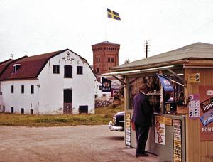Strömsbro. Jönssons kiosk på Storgatan. 1960.