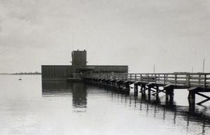 Västerås kallbadhus stod klart 1922. Kostnaden för anläggningen beräknades till 100 000 kronor.