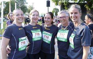 Ann-Sofie Jansson, Charlotta Sigvardsson, Maija Marklund, Susanne Nilsson och Ulrika Ford, alla anställda på Epiroc, var laddade inför att springa Vårruset.