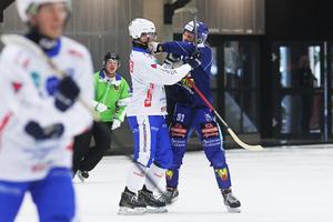 Simon Blomqvist och Johan Esplund rök ihop i Svenska cupens premiärmatch.