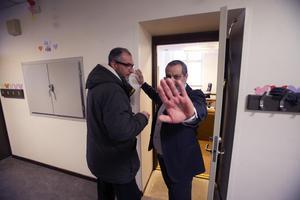 För att inte kunna bevisa kopplingen mellan moskén och Nya Kastets skola krävde imamen att Gefle Dagblads reporter Johan Järvestad skulle radera denna bild från sin kamera. Tilltaget är polisanmält och utreds som hot.
