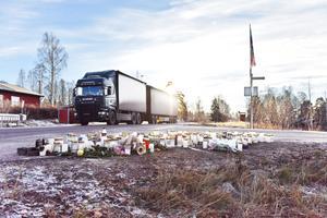 Den 14-åriga flickan som blev påkörd i Vångsgärde strax söder om Orsa för en knapp månad sen skadades så svårt att hennes liv inte gick att rädda.