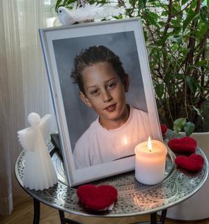 Familjen lever med sorgen efter Tobias.
