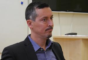 Björn Ljungqvist (M), ordförande i barn- och utbildningsnämnden, har tvingats tänka om i skolfrågan.