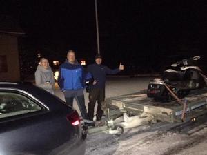 Foto: Privat. Här är när Ronny och hans son kunde hämta den stulna skotern i Vansbro.