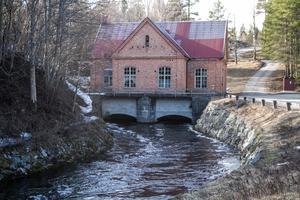Forssa övre kraftstation är i drift för att producera elektricitet av Harmångersåns vattenflöde.