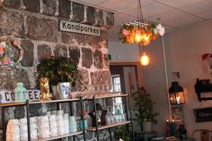 Kanalkiosken har kvar stenväggarna som fanns innan det byggdes en restaurang.