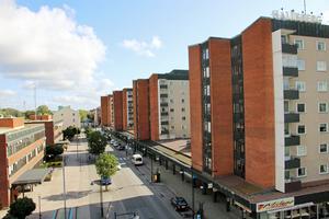 Hallbos styrelse har beslutat att införa en ny bostadskö för personer som  fyllt 70 år, så kallad senior-kö.  Ett 100-tal lägenheter reserveras  i anslutning till dagcentralerna Åsen och Knuten, de flesta i höghusen i centrum.