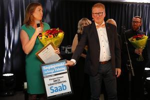 Årets tjänsteföretag. Saab från Arboga. Här med platschefen Jessica Öberg.