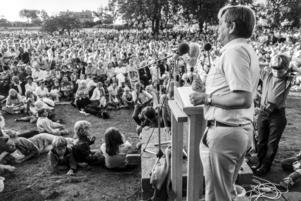 Olof Palme i talarstolen under sitt sommartal i Almedalen den 31:a juli 1981. Foto: Andi Loor / SvD / TT