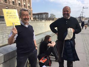 Cesare Fera från Milano turistade i Stockholm och kom fram till Kalle Güettler för att fråga om råd för hur man kan stödja Greta Thunberg.